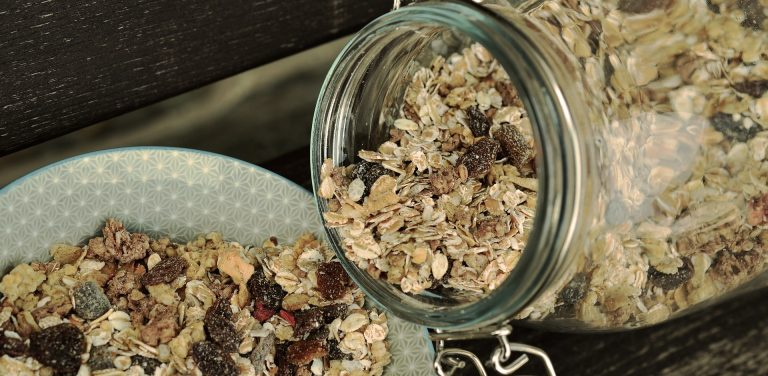 Recipe: Mumma Scoop's Super Muesli Flapjack